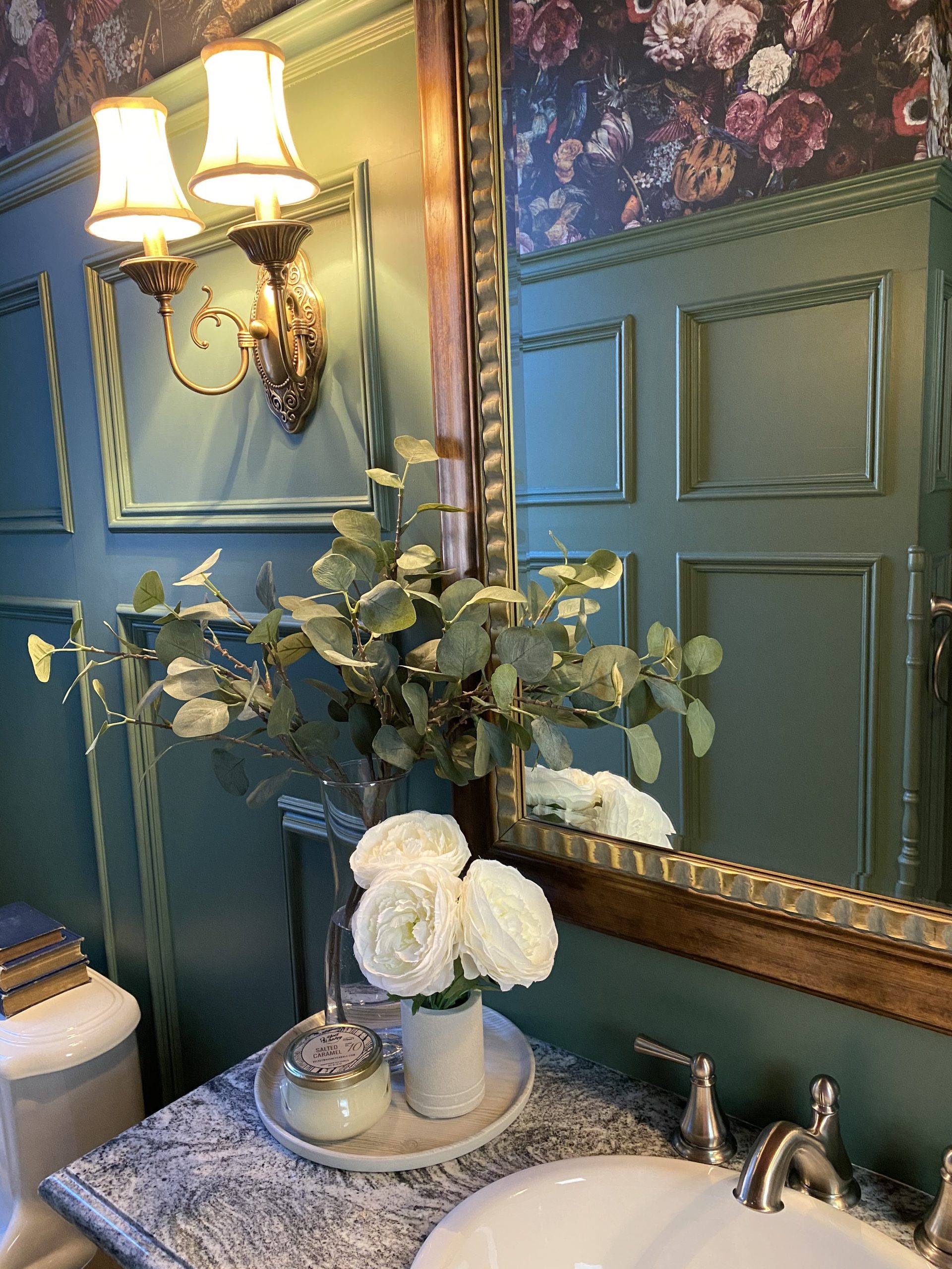 The small details that make this powder room design ultra luxe